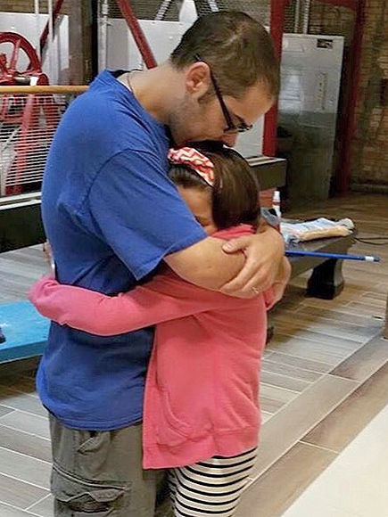 9-Year-Old Leukemia Survivor Reunites with Stranger Whose Bone Marrow Donation Saved Her Life| Medical Conditions, Good Deeds, Real People Stories, Real Heroes