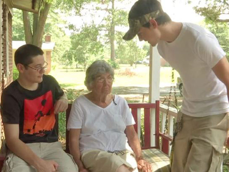 South Carolina Teens Save 89-Year-Old Neighbor Who Didn't Know Her House Was on Fire: 'She's Like a Grandmother to Us'| Good Deeds, Real People Stories, Real Heroes