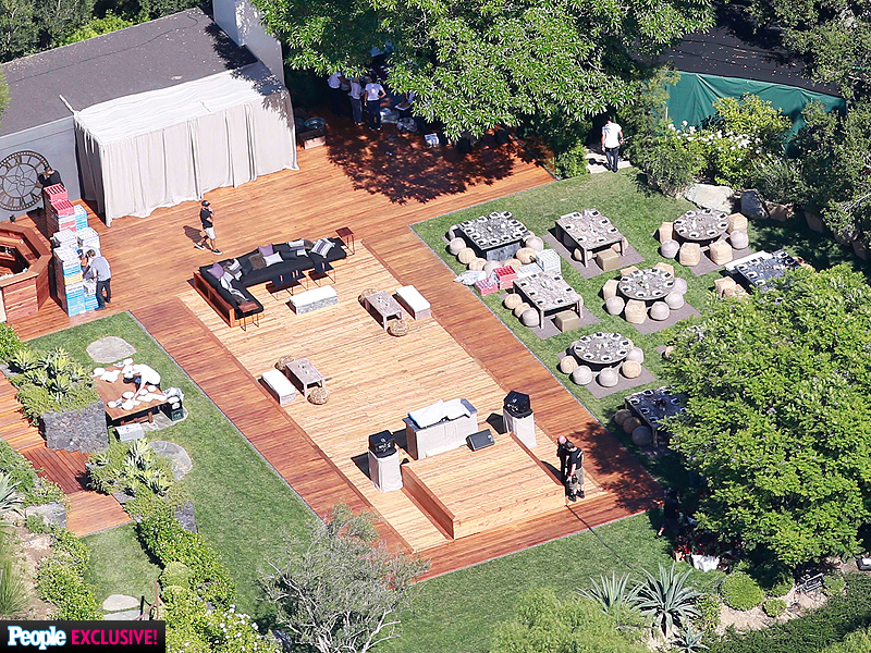 PHOTO EXCLUSIVE: Inside Jennifer Aniston and Justin Theroux's Romantic, Intimate Backyard Wedding| Weddings, Jennifer Aniston, Justin Theroux