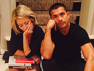 The Couple That Visits the Hospital Together ... Mark Consuelos and Kelly Ripa Show Off Matching Injuries on Instagram
