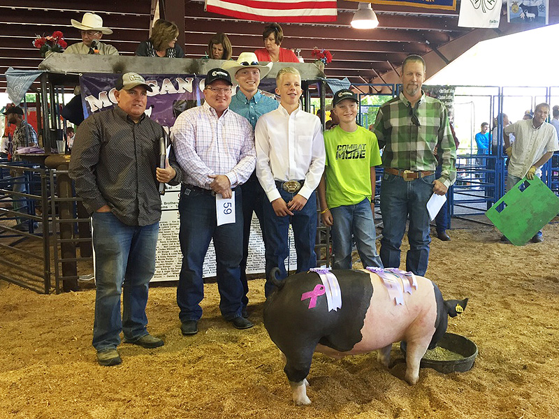 Son's $31,000 Prize-Winning Pig Helps Pay for His Mom's Cancer Treatments| Health, Good Deeds, Real People Stories