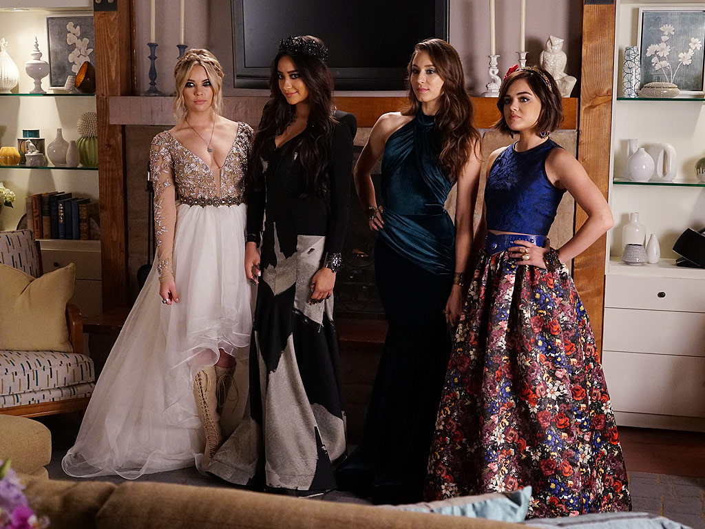 Pretty Little Liars: Aria, Spencer, Emily and Hana Are Prom Princesses