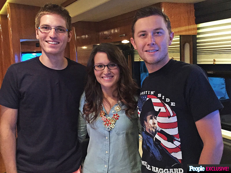 How Scotty McCreery Helped a Fan Propose to His Long-Distance Girlfriend| Engagements, Marriage, Country, Scotty McCreery