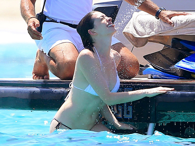 Stunning While Sunning: Anne Hathaway Rocks a String Bikini on Valentino's Yacht (PHOTOS)| Valentino, Fitness, Bodywatch, Adam Shulman, Anne Hathaway
