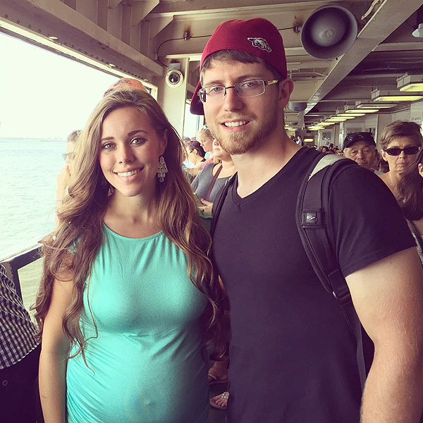 Pregnant Jessa (Duggar) Seewald Jokes that Her Belly Button Is 'Like a Pop-Up Turkey Timer'
