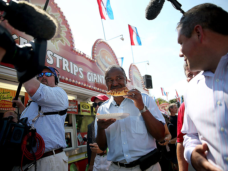 The Presidential Candidates Are Chowing Down at the Iowa State Fair: Here's What They're Eating| 2016 Presidential Elections, politics, Donald Trump, Hillary Rodham Clinton, Jeb Bush