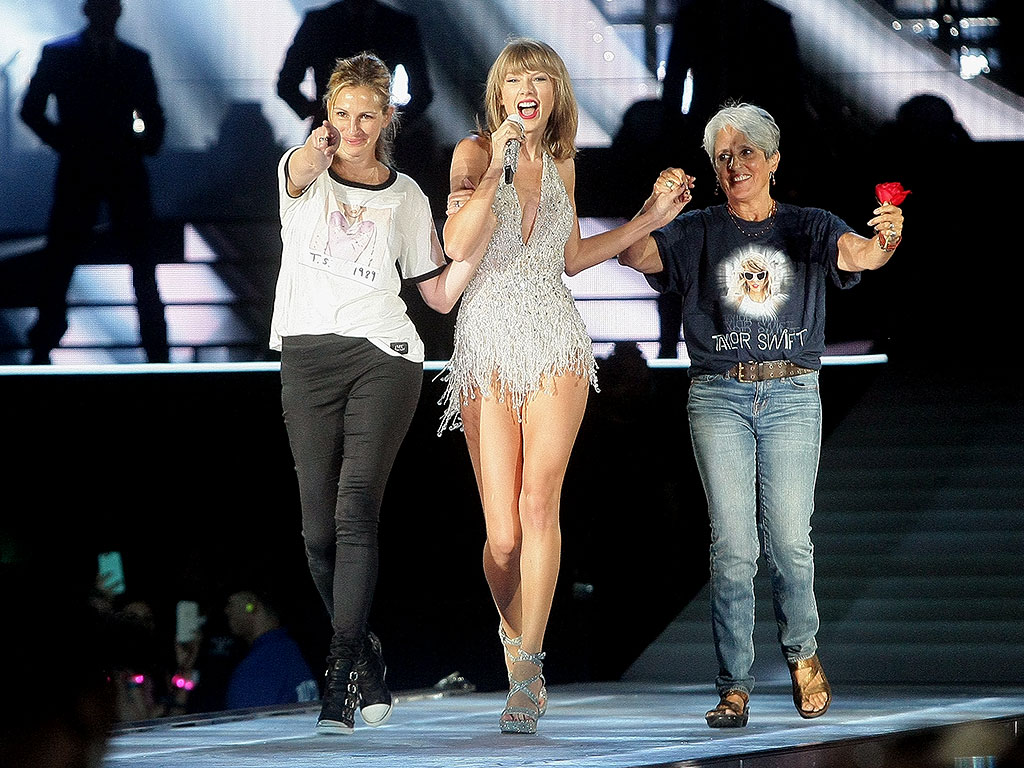 Julia Roberts' Onstage Cameo at Taylor Swift's 1989 Tour Took Her by Surprise: 'I Had About Five Minutes' Notice'| The Ellen DeGeneres Show, Music News, TV News, Ellen DeGeneres, Julia Roberts, Taylor Swift