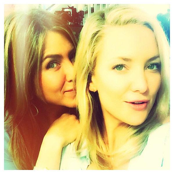 Kate Hudson Posts Selfie with Jennifer Aniston on ...