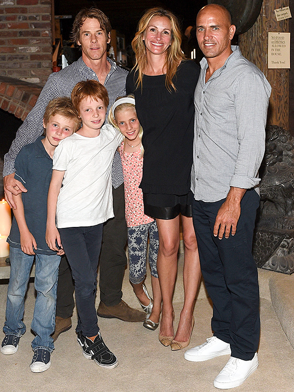 Julia Roberts and Kids Pose for Rare Family Photo – Moms ... Jennifer Lopez Obituary
