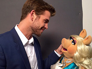 'Kermit, #SorryNotSorry': Liam Hemsworth Posts Romantic Pic With Miss Piggy As It's Revealed He Will Guest Star on The Muppets Reboot
