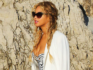 Beyoncé Gets in Touch with Her Wild Side on Vacation with Hubby Jay Z in Italy