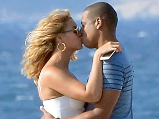 Beyoncé and Jay Z Couldn't Look More 'Crazy in Love' While Kissing in Italy