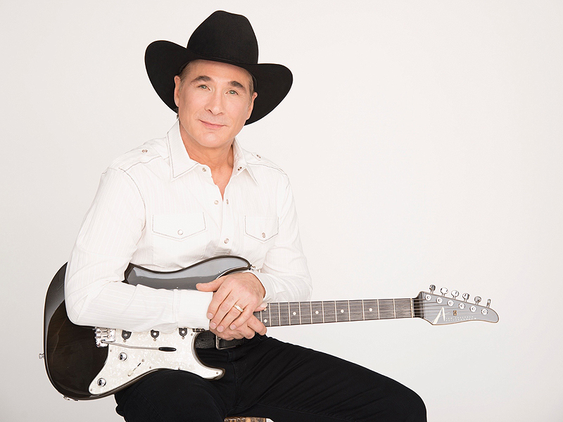 Clint Black: Singing w...