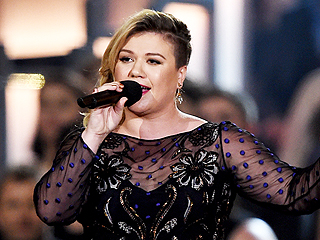 Kelly Clarkson Cancels Remainder of Tour in UK and Canada