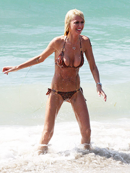 tara reid shows bikini body people