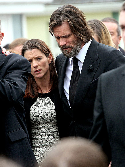 'Terribly Upset' Jim Carrey Carries Late Girlfriend Cathriona White's Casket at Funeral in Ireland| Death, Jim Carrey