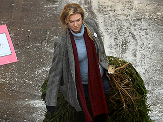 The Bump Is Back: Renée Zellweger Drags a Christmas Tree Through Lonely London for Bridget Jones's Baby