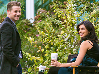Expectant Parents Ben McKenzie and Morena Baccarin Are All Smiles on Gotham Set