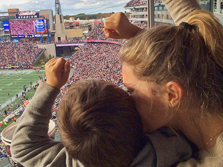 Gisele Bündchen Cheers for Tom Brady's Patriots During Victory Over Jets