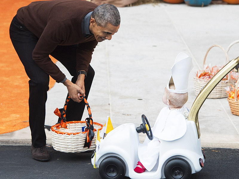 Trick or Treating At the White House! President and First Lady Host Halloween Carnival| Halloween, Barack Obama, Michelle Obama