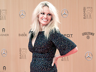 Pamela Anderson Shows Off Her Healthy Glow in First Public Appearance After Announcing She's Hep-C Free