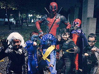 VIDEO: Ryan Reynolds Goes Incognito (as Deadpool!) While Hanging with a Group of X-Men Trick-or-Treaters
