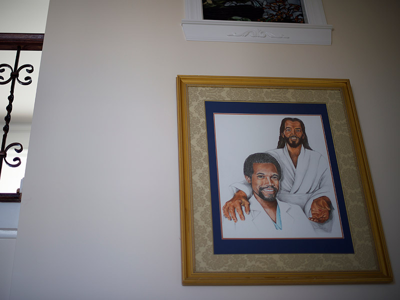 ben carson s house photos show an homage to himself and