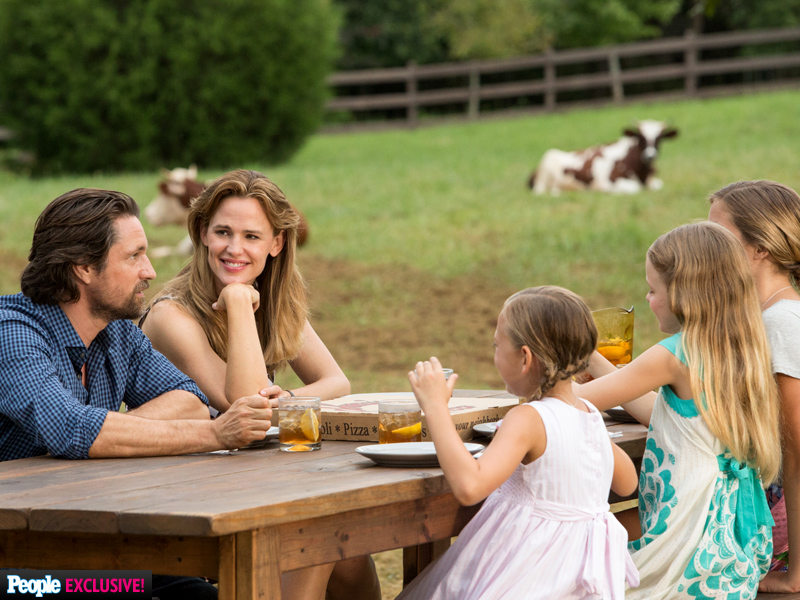 Jennifer Garner's Miracles from Heaven Costars Say She Was a 'Trouper' on Set Amid Ben Affleck Divorce| Breakups, Couples, Movie News, Ben Affleck, Jennifer Garner