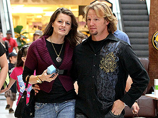 Sister Wives Star Robyn Brown Is Having a Baby Girl! 'She Kicks Constantly'