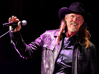 Trace Adkins: Being with Veterans 'Puts Things in Perspective'