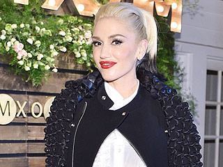 Who Is Gwen Stefani Sitting Next to at the AMAs?