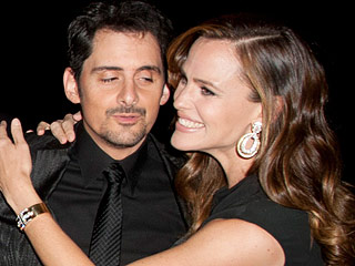 Jennifer Garner Stuns at N.Y.C. Gala – with a Big Hug for Brad Paisley