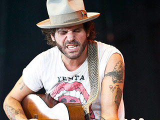 Song Premiere: Langhorne Slim's Version of 'Deck the Halls'