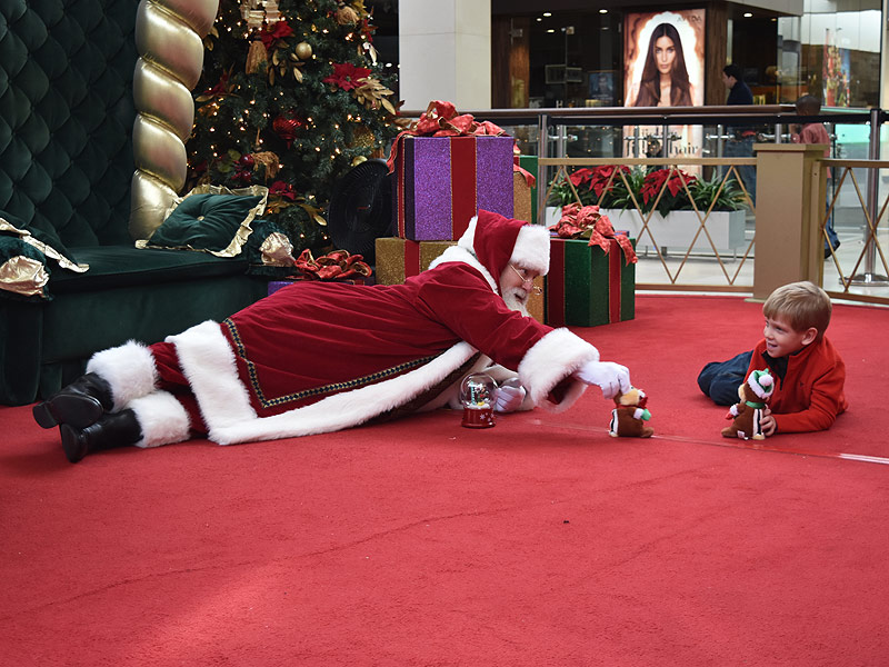 Kind Mall Santa Gets on the Floor for Boy with Autism: 'I Thought We Would Never Get Those Holiday Pictures,' His Mom Says| Autism, Real People Stories