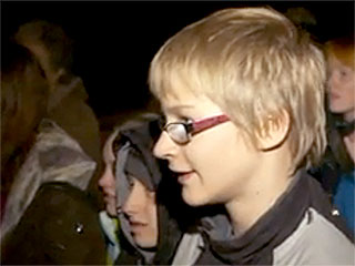 100 Carolers Comfort Grieving Parents of Teen Who Died on His 14th Birthday