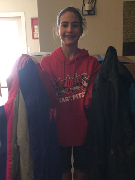 12-Year-Old Arizona Girl Collects 1,000 Coats for the Homeless in Her Wagon: 'I Just Want People to Know Someone Cares About Them'| Christmas, Holiday, Real People Stories, The Daily Smile