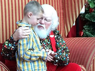 'This Just Melts This Momma's Heart': Mall Santa Offers Sweet Words of Encouragement for Boy with Autism