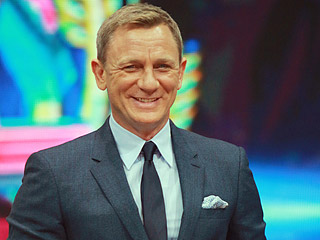 Surprise! Daniel Craig Has a Cameo as a Stormtrooper in Star Wars: The Force Awakens