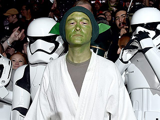 Joseph Gordon-Levitt as Yoda Is Hands-Down the Best Fan Costume at Star Wars Premiere