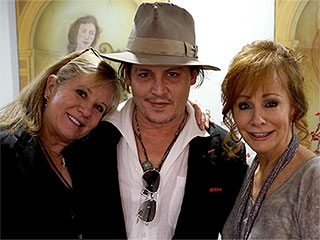 Johnny Depp Meets Up with Reba Backstage After Her Las Vegas Show: 'What a Nice Man!'