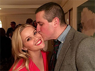 Yule Intentions! Reese Witherspoon and Hubby Share Some Holiday PDA Under the Mistletoe
