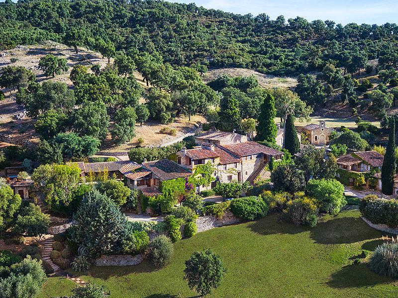 Johnny depp lists france home for 27 million - Johnny depp france house ...