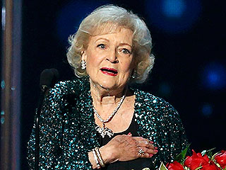 Betty White Escorted onto Stage by Chris Evans to Accept Favorite TV Icon Award | Betty White