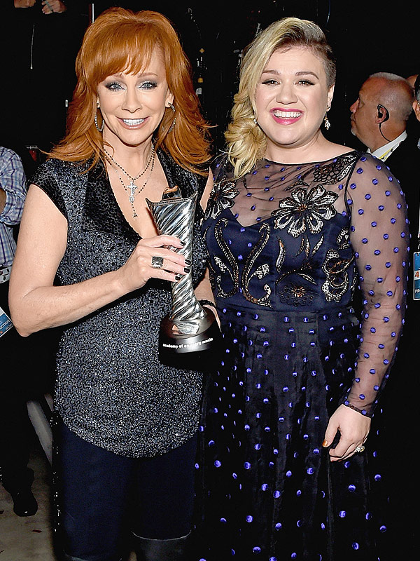 How reba mcentire bonded with granddaughter river rose for How many kids does kelly clarkson have