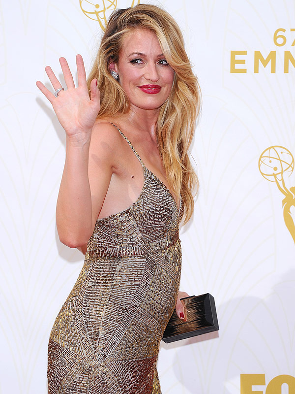 Cat Deeley pregnant Emmys 2015 red carpet