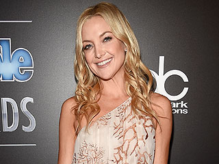Kate Hudson Knocks It Out of the Park While Singing the 'Star-Spangled Banner'