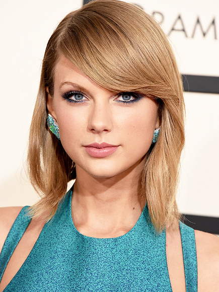 TAYLOR SWIFT'S TEAL EYE SHADOW photo | Taylor Swift