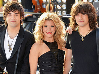 The Band Perry Likes to Do What on the Beach?