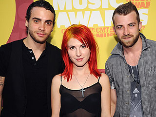 Paramore Wins Grammy for Best Rock Song for 'Ain't It Fun'
