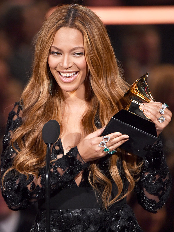 Beyonce Grammys Awards mani, jewelry